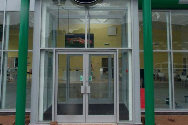 retail door utilising smarts shopline screen system